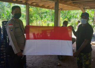 Binmas Polresta Jayapura Bagi Bendera Merah Putih Untuk Warga Perbatasan RI-PNG 23 FB IMG 1628606912552