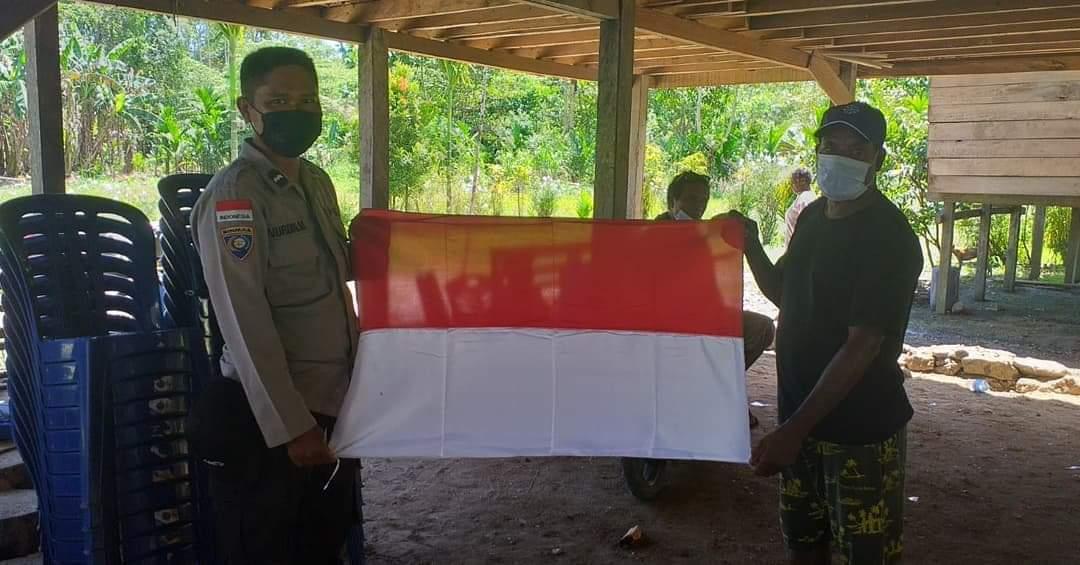 Binmas Polresta Jayapura Bagi Bendera Merah Putih Untuk Warga Perbatasan RI-PNG 1 FB IMG 1628606912552