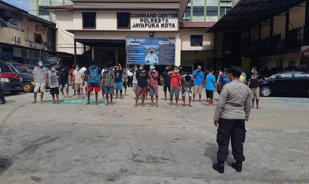 Agar Tetap Sehat, 60 Tahanan Polres Jayapura Kota Lakukan Olahraga Dan Berjemur 1 FB IMG 1629718228631