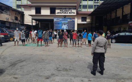 Agar Tetap Sehat, 60 Tahanan Polres Jayapura Kota Lakukan Olahraga Dan Berjemur 5 FB IMG 1629718228631