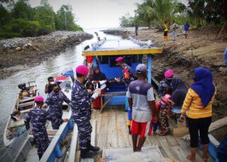 Sukseskan Serbuan Vaksinasi, Korps Marinir TNI AL Jemput Bola ke Kapal Nelayan Desa Arar Mayamuk 25 IMG 20210821 WA0070