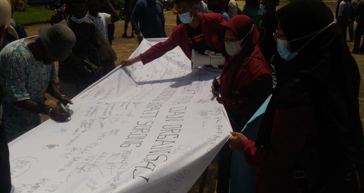 Bupati Sorong Digugat, Masyarakat Kab. Sorong Gelar Orasi Beri Dukungan Petisi 1 IMG 20210824 WA0028