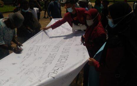 Bupati Sorong Digugat, Masyarakat Kab. Sorong Gelar Orasi Beri Dukungan Petisi 2 IMG 20210824 WA0028