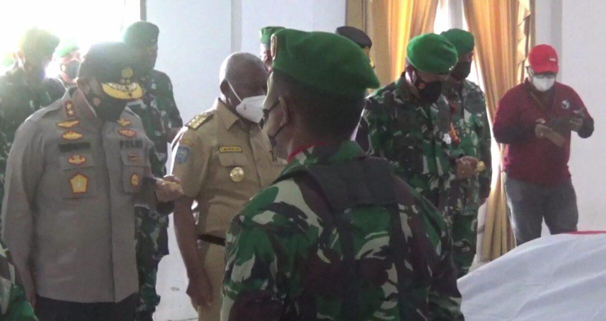 Isak Tangis Gubernur, Pangdam Dan Kapolda Papua Barat Melepas Keberangkatan 4 Prajurit TNI 1 IMG 20210903 WA0062