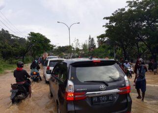 Belum Ada Solusi Tepat Atasi Banjir, Puluhan Kendaraan Terjebak Macet Kiloan Meter 23 IMG 20210911 WA0108