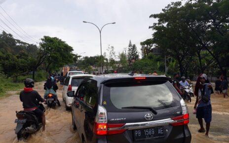Belum Ada Solusi Tepat Atasi Banjir, Puluhan Kendaraan Terjebak Macet Kiloan Meter 3 IMG 20210911 WA0108