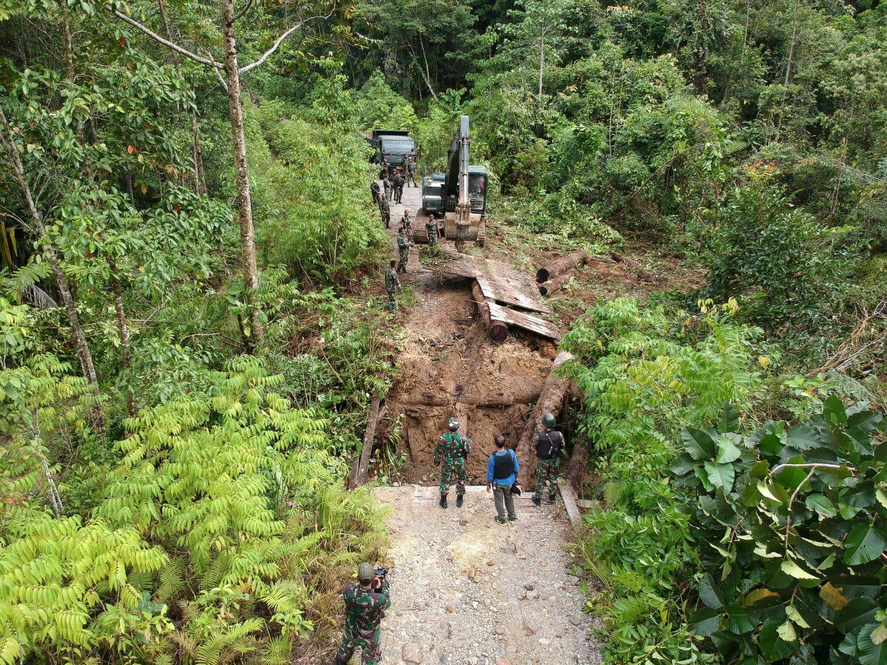 TNI Dan Polri Perbaiki Jembatan Yang Dirusak KNPB di Maybrat 4 IMG 20210914 WA0090