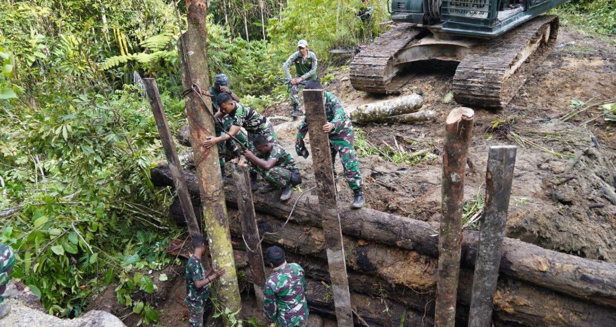 TNI Dan Polri Perbaiki Jembatan Yang Dirusak KNPB di Maybrat 1 IMG 20210914 WA0091
