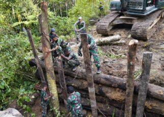 TNI Dan Polri Perbaiki Jembatan Yang Dirusak KNPB di Maybrat 11 IMG 20210914 WA0091