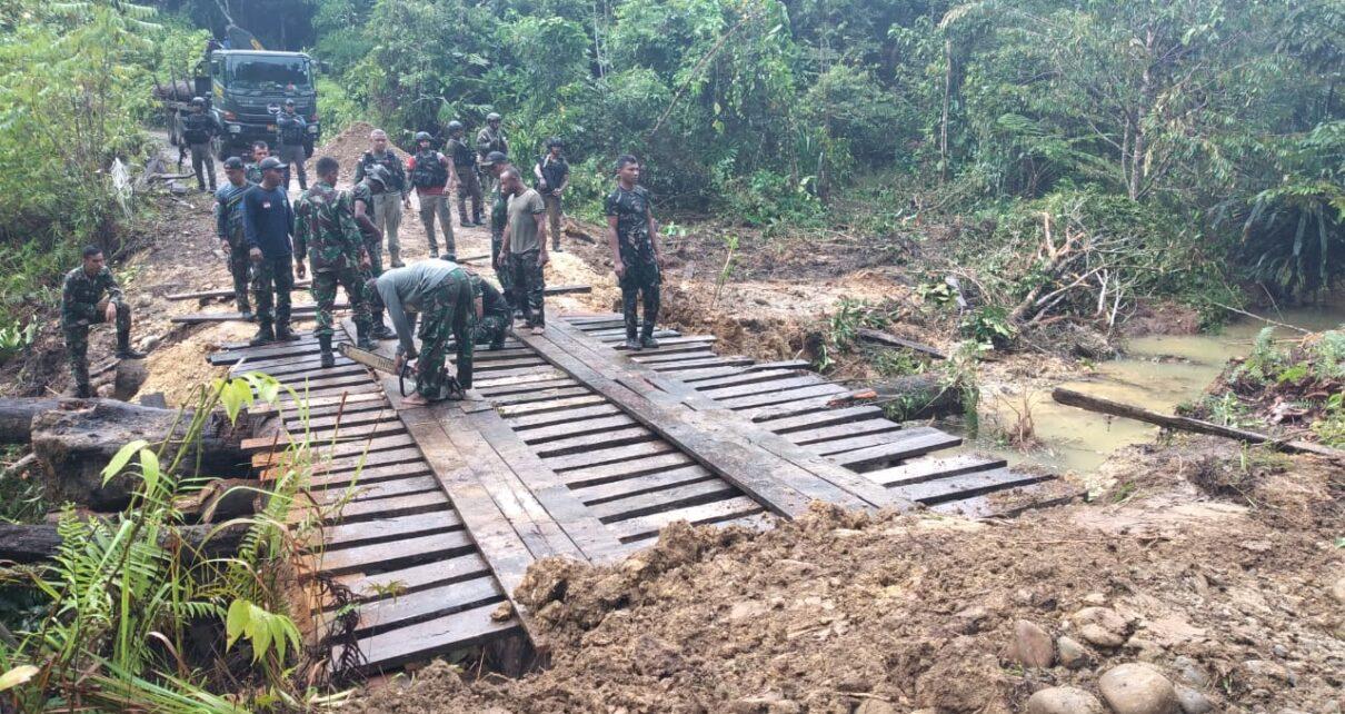 Lampaui Target, TNI - Polri Selesaikan Pembangunan Jembatan di Kampung Fakario Maybrat 1 IMG 20210918 WA0068