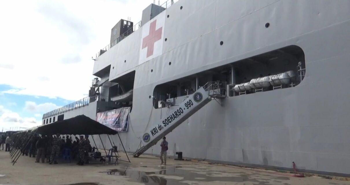 """Sandar di Pelabuhan Sorong, Kapal Perang TNI AL """"KRI Dr Soeharso-990"""" Gelar Vaksinasi 1 IMG 20210922 WA0039"""