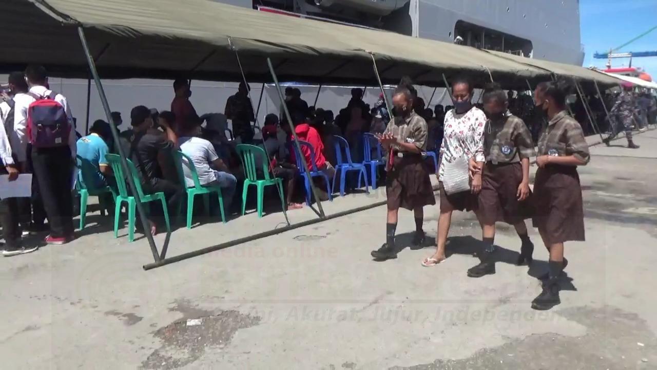 """Sandar di Pelabuhan Sorong, Kapal Perang TNI AL """"KRI Dr Soeharso-990"""" Gelar Vaksinasi 4 IMG 20210922 WA0044"""