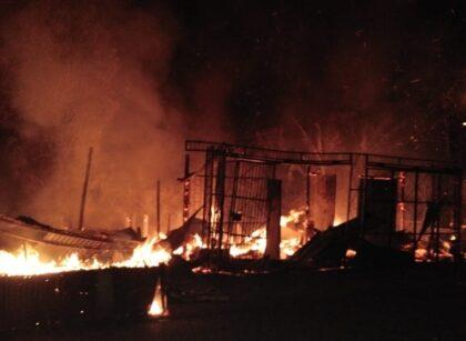 Diduga Korsleting Listrik 6 Lapak di Tugu Merah Kab. Sorong Ludes Terbakar 2 IMG 20210928 WA0002