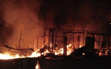 Diduga Korsleting Listrik 6 Lapak di Tugu Merah Kab. Sorong Ludes Terbakar 3 IMG 20210928 WA0002