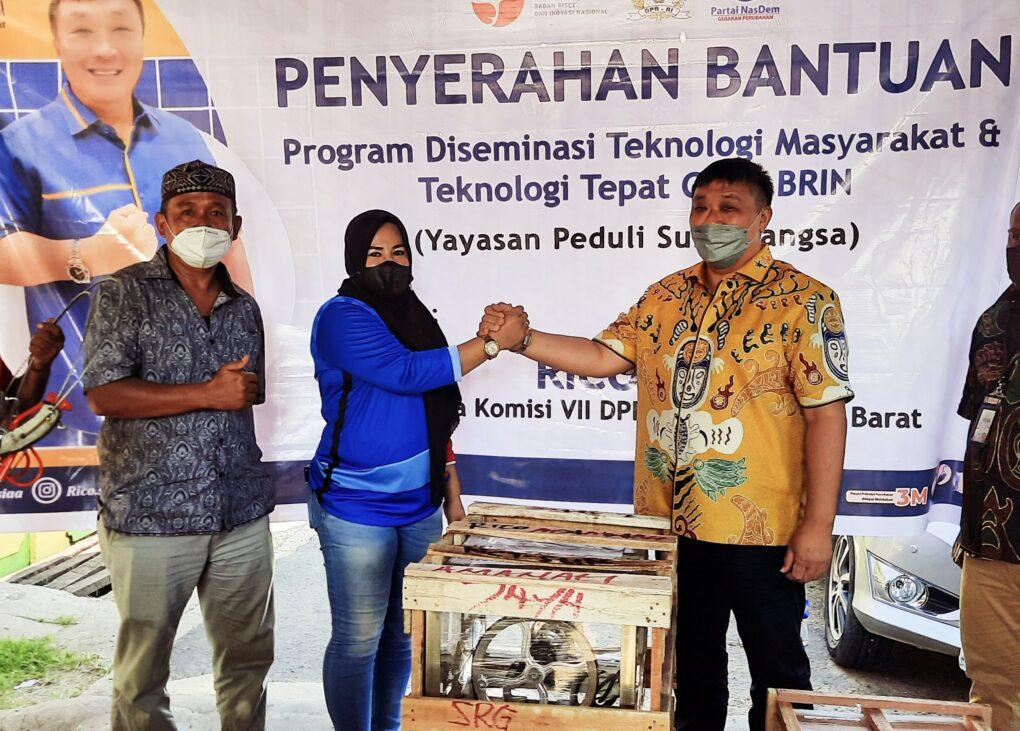 Bantu Tumbuh Kembang Pelaku Usaha, Rico Sia Beri Bantuan TTG Untuk UMKM di Sorong 6 20211015 153837