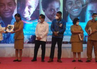 Stop Perundungan, Unicef Libatkan 60 Pengajar SeKota Dan Kabupaten Sorong 21 bupati serahkan buku